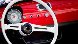 Pulire il serbatoio di auto e moto d'epoca